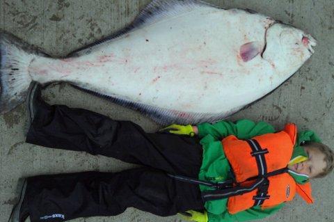 STORFANGST: Patrick Lillevik fra Alta fikk sitt livs største fangst for vel en uke siden i Nussvåg i Loppa.