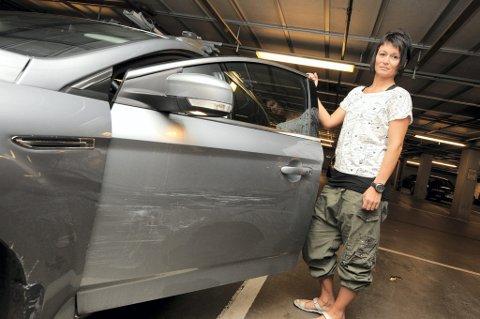 SKADER: Linda Treseng-Linda hadde parkert i nærheten av villmarksbutikken. FOTO: VIDAR SANDNES