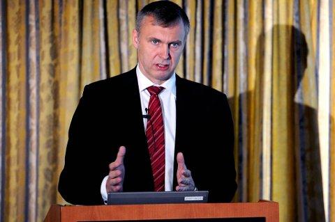 Tross utfordrende markeder, har vi bedre kapasitetsutnyttelse, betydelige kostnadsreduksjoner og en markant gjeldsreduksjon hittil i år, sier konsernsjef Sven Ombudstvedt i Norske Skog.