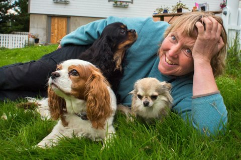 TRIVES: Anne Maj Krogh trives med dyr på sommerferie.