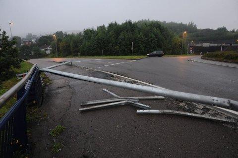 NESTEN SAMME STED: Det er en drøy uke siden to personer omkom etter at bilen de satt i kjørte ut på nesten samme sted og havnet i Nitelva.
