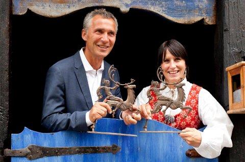Det er første gangen at prisen deles mellom to personer siden prisen ble stiftet i 1971.