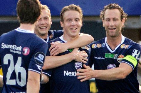 Stefan Johansen jubler sammen med lagkameratene.