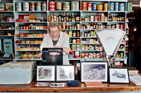 LANDHANDLERMUSEUM: Per Jahre har samlet varer gjennom en årrekke, hovedsakelig norskproduserte. Samlingen i Setskog landhandel består av nærmere 8.500 forskjellige gjenstander. FOTO: MARIUS NYHEIM KRISTOFFERSEN