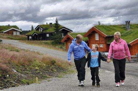Familien Halvorsen fra Jessheim stortrives i sin hytte på Natrudstilen. Foto: Einar Lyngar