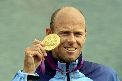 Eirik Verås Larsen satte et flott karrierepunktum da 36-åringen padlet inn til Norges første gull i London-OL på K1 1000 meter onsdag.
