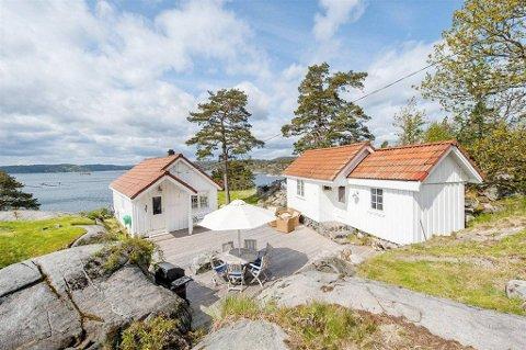 Denne fritidseiendommen  ved Lyngør ble tidligere i sommer lagt ut for salg med en prisantydning på ni millioner kroner. Nå er prisen satt ned til 7.950.000 kroner.