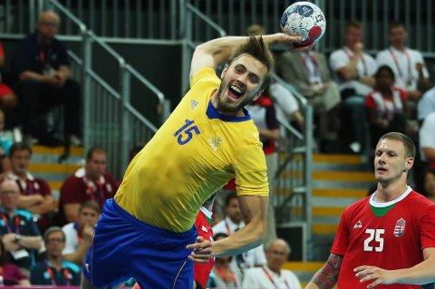 Jonas Larholm setter inn ett av Sveriges mål på veien mot en ny olympisk finale.