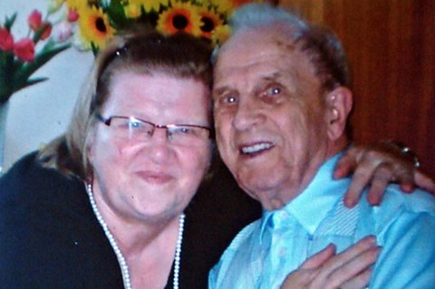 Etter 66 år er endelig Astrid og faren Andre gjenforent.