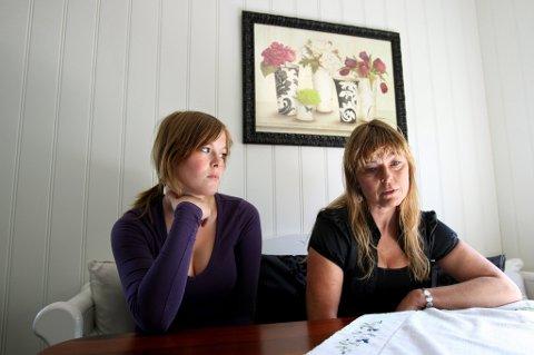 MISTET MANN OG FAR: Eva Skøld Paulsen (46) og datteren Iselin har jobbet for å ansvarliggjøre veieier og entreprenør etter at familiefaren, Cato Paulsen, mistet livet i en mc-ulykke. De vant ikke fram i retten, men nå har Statens vegvesen likevel endret sine veiarbeidsrutiner.