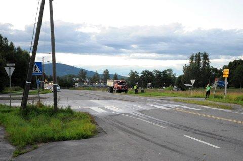 KRYSS: Ulykken skjedde her i krysset mellom Sundbyvegen og Trondheimsvegen på Eidsvoll Verk.