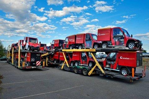 MILJØVENNLiG: To trailere med postens nye El-biler sto parkert på Kirkeby i helga. En av bilene skal benyttes i Gjøvik.