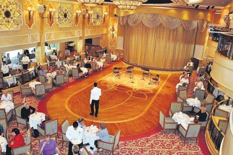 """OVERDÅDIG LUKSUS: Dette bildet er tatt i ballsalen til """"Queen Victoria"""", et av verdens største cruiseskip."""