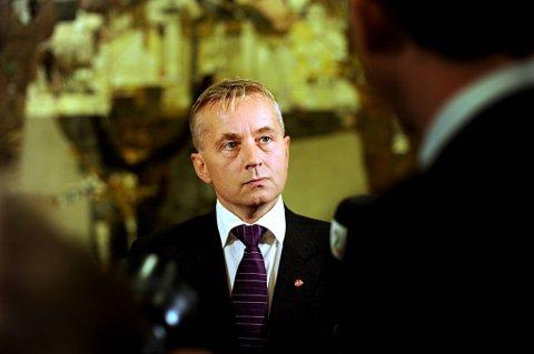 KOMMER: Tidligere justisminister Knut Storberget skal legge ned krans ved minnesmerket.