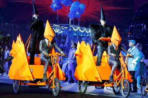 PET SHOP BOYS: På sykkel uten hjelm under avslutningsseremonien under Sommer-OL i London tidligere i år.