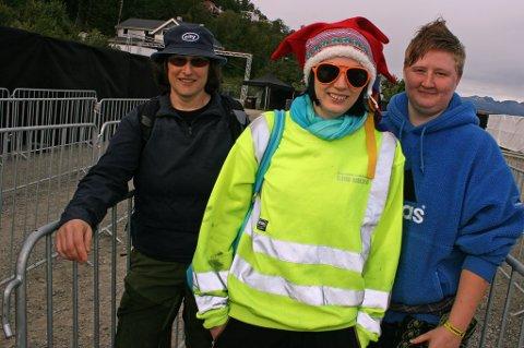 Frida Mortensen fra Tromsø, Mariann Bachmann fra Vadsø og Melanie Clegg fra Manchester, bosatt i Vadsø var i først i køen inn til Valhall fredag.