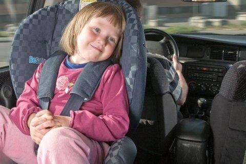 Slik skal barna sikres i bilen.