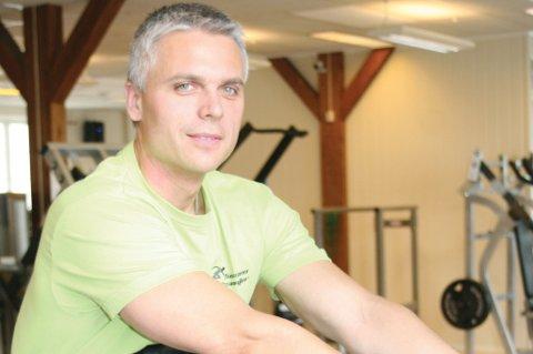 Satser stort: Sverre Lieng ved Vestfossen treningsstudio har valgt det beste som er å få tak i av treningsapparater, og får skryt av medlemmene for valget.