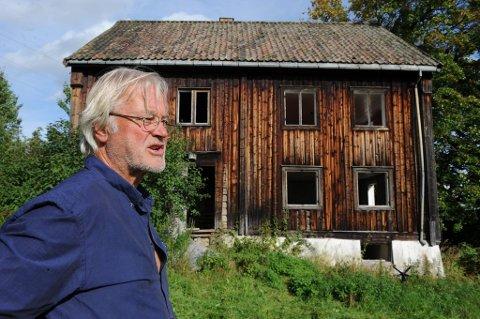 SELGER: Axel Collett Mustad er i ferd med å selge Ås gård. FOTO: HENNING GULBRANDSEN