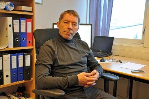 Ordfører i Porsanger, Knut Roger Hanssen, synes det er kjedelig å være på Sametinget og ber om fritak.