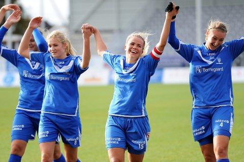 Kaptein Anette Eriksen kunne juble sammen med Mia Voltersvik og Ida Årdalen for god pengestøtte og tre poeng på stadion i dag.