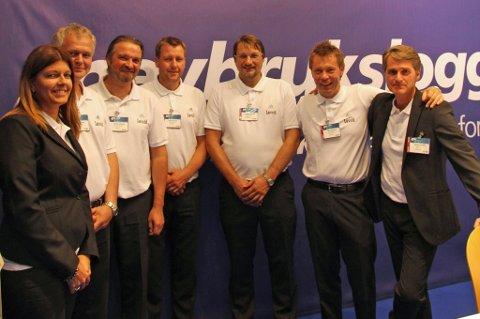 Bodø-firma støtter Lovund-hall. F.v. Ellisiv Løvold, Stig-Rune Valen, Jøran Johnsen, Kent Karlsen, Johnny Hansen, Geir Norby og André Løvold.