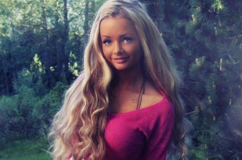 LEST AV MANGE: Sophie Elise Isachsen (17) fra Harstad er på topp 3-listen til nettstedet blogg.no, og tjener hver måned flere tusen i honorar fra nettstedet.
