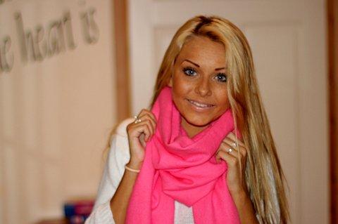 STOR BLOGGER: Therese Charlotte Margrethe Nielsen (18) tjener rått på hennes egen blogg.