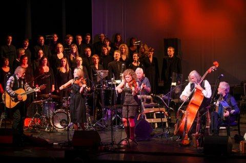 Boknakaran med gjester imponerte stort under sin 20-årsjubileumskonsert på Kulturhuset torsdag.