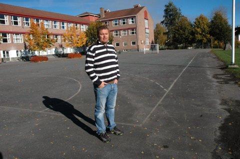 Miljøarbeider ved Nordre Modum ungdomsskole, Ivar Ødegaard, synes det er flott at kommune har fått penger. ? Informasjon til de det gjelder er viktigst og at vi har et sted å sende de vi fanger opp hvor de får hjelp raskt, sier han.