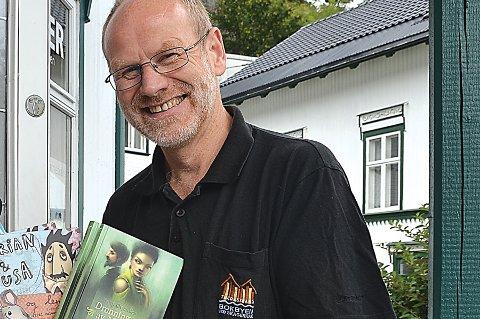 Jan Kløvstad i Bokbyen opplever god oppmerksomhet rundt boka om Jon Leirfall. Torsdag kveld siterte Kongen fra boka i talen til stortingsrepresentantene.