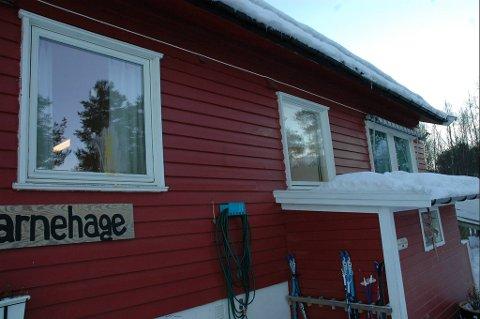 Alle vinduene i Maurtua barnehage var tilgriset med egg dagen etter Halloween.