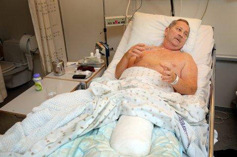 OVERLEVDE: Jan Erling Hals (61) mistet en fot, men overlevde den alvorlige ulykken. Fra sykesenga på UNN takker han for all hjelp fra leger, ansatte på UNN og redningsmannskaper. ? Det er fantastiske folk. Jeg kunne ikke blitt tatt bedre imot, og er svært imponert over måten de har tatt meg og min kone imot, sier mannen, som før dette aldri hadde vært på sykehuset en dag i sitt liv.