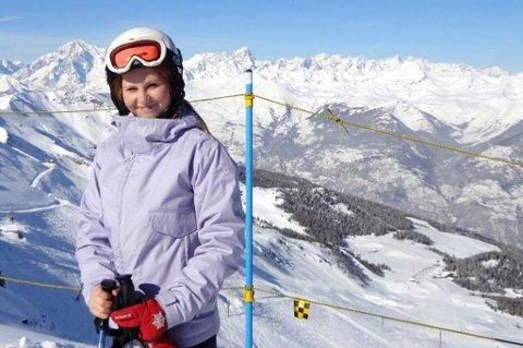HJEM NUMMER TO: ? Jeg sto veldig mye på ski når jeg var i Italia, siden jeg bodde praktisk talt i skibakkene. Her kan se Monte Bianco i bakgrunnen, sier Madeleine Martinsen Kinneberg. Hun ble bitt av utvekslingsbasillen, og tilbrakte et år i Italia. Foto: privat