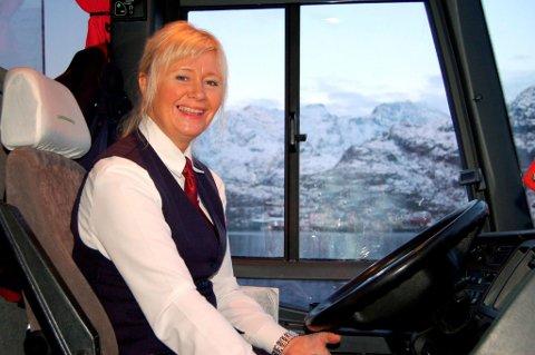 FORBEDRES: Kan busskulturen forbedres og blie en hyggeligere aktivitet å delta på?, spør Nordlys' leser. Illustrasjonsfoto.