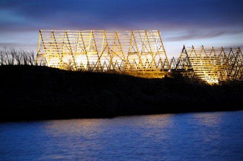 Lyssettingen av fiskehjeller på Kjeøya i Svolvær.