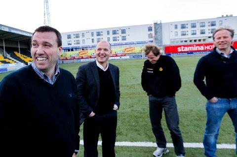 Tom Nordlie var i perlehumør på Aspmyra torsdag. Her sammen med Bjørn Tore Hansen, Ørjan Berg og Runar Berg.