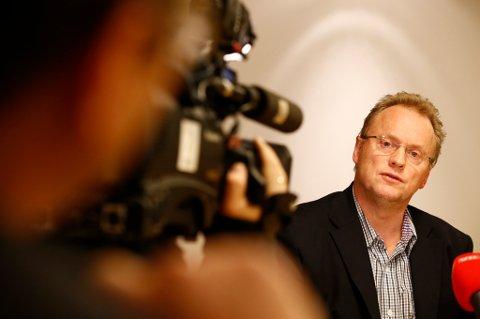 Partisekretær Raymond Johansen møtte fredag kveld pressen for å forklare bakgrunnen for at statssekretær Roger Ingebrigtsen trekker seg med umiddelbar virkning. Foto: Heiko Junge / NTB scanpix