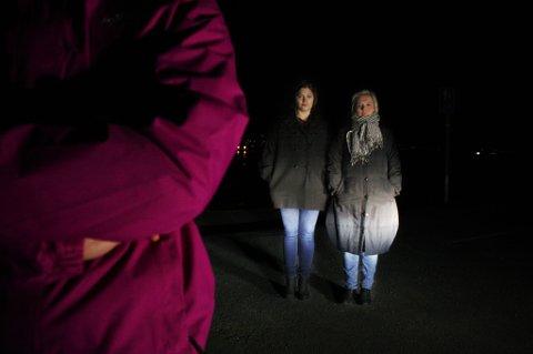 FORTELLER SIN HISTORIE: Kvinnen (25), som hadde en relasjon med Roger Ingebrigtsen i tenårene, fortalte i helga sin historie til Nordlys. Fylkesrådsleder i Troms, Pia Svensgaard (Ap, til høyre),  og Arbeiderpartiets gruppeleder på fylkestinget, Cecilie Myrseth, var sammen med henne da hun møtte Nordlys lørdag ettermiddag.