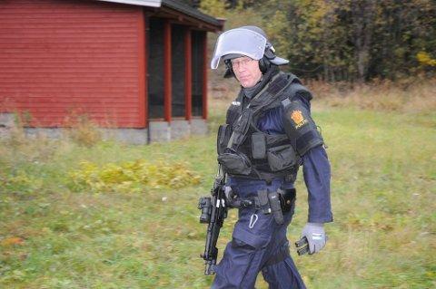 BESTÅTT: Politioverbetjent Jostein Gravdal, en av veteranene på Lillehammer politkistasjon, har besått skyteprøven i høst.