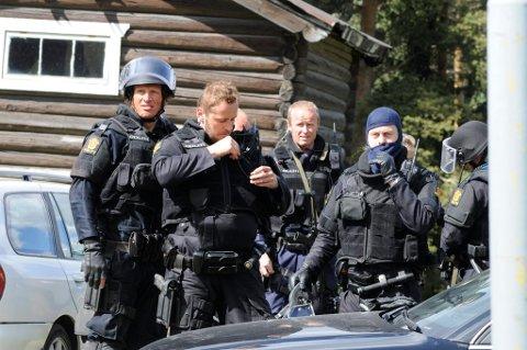AKSJONERER: Her er mannskaper fra Gudbrandsdal politidistrikt under en liknende øvelse i Fåvang.