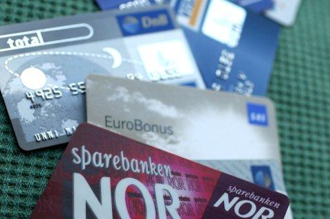 FALSKE BANKKORT: 25 falske bankkort skal 45-åringen ha benyttet seg av.