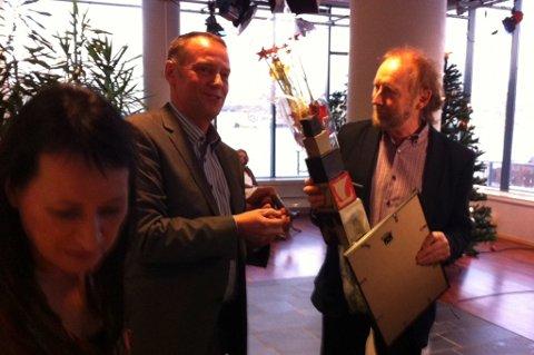 Tone Kunst og Jan-Eirik Hanssen kunne overrekke prisen som Årets nordlending til Halvdan Sivertsen.