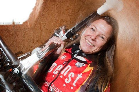 Blant 57 kandidater ble Heidi Stenbock-Haakestad valgt som en av fem finalister til prisen ?Årets ildsjel?. Nominasjonen får hun for innsatsen i Halden Cykleklub. ? Så utrolig hyggelig, var reaksjonen da hun fikk beskjeden.