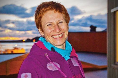 Yogainstruktør Mona Sveum holder åpent hus på Lofoten Yogastudio i Stamsund lørdag.