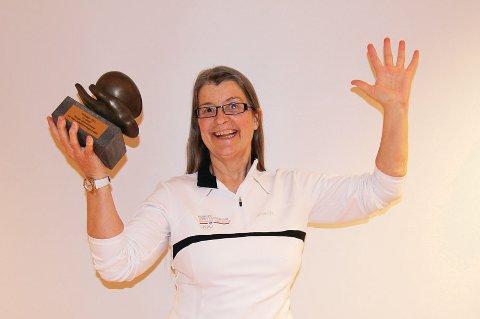 Anne-Kristine Aas var strålende glad da hennes prosjekt treningskontakt ble utropt som vinner av Extra-stfiftelsens hederspris 2012. (Foto: Grethe Hillestad )