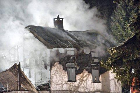 Tre personer omkom i boligbrannen i Størjebygda i Nord-Odal natt til søndag.