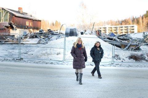 Wenche Olsen og Ann-Cathrin Sved skulle feire 20-årsjubileum med kundene til Lady & Landstryker?n, 13. februar. Men butikken brant opp natt til lørdag. To mennesker i bolighuset bak butikken omkom. Brannårsaken er ukjent.