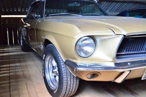 Ford Mustang har et tøft utseende som smelter mange bilentusiasters hjerter.
