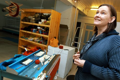 Nina Tigerstedt stiller ut sammen med 39 andre kusnthåndverkere på Hadeland Glassverk.